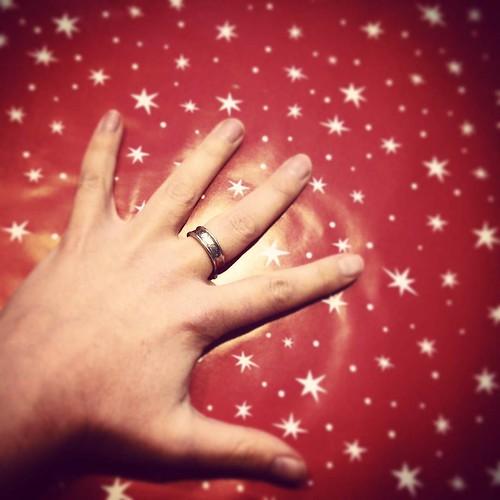 Waarom ik mijn trouwring tegenwoordig aan mijn middelvinger draag. Link in bio. #lienweb