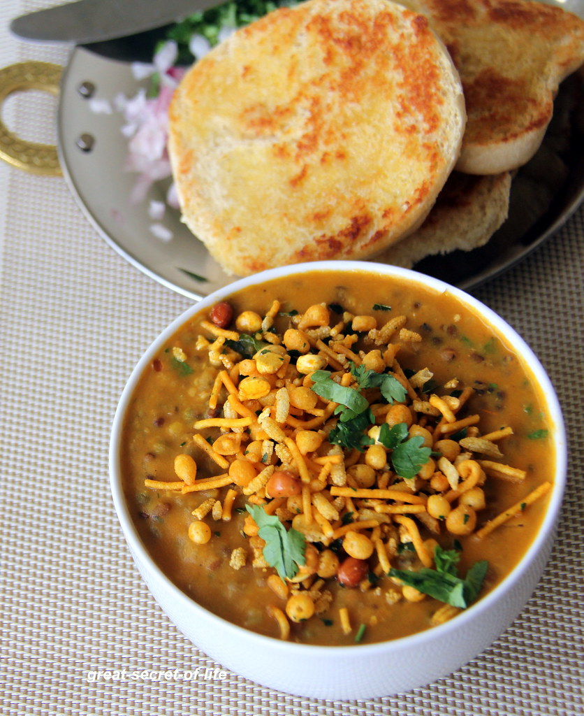 Misal pav recipe maharashtrian misal pav recipe famous street how many of you can have chaat item as a main dish our family can we love chaat chaat is so easy to make so normally i do it during lazy forumfinder Image collections