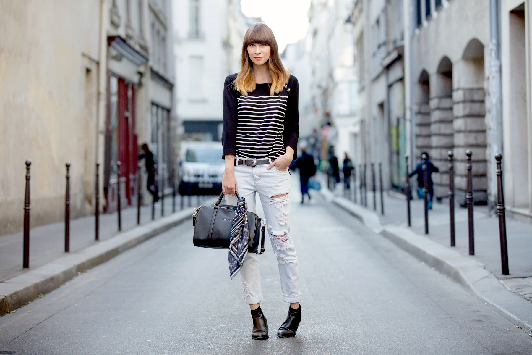 outfit ootd lancaster bag striped shirt paris fashionweek pfw le marais parisienne chic fashionblogger cats & dogs blog ricarda schernus 4