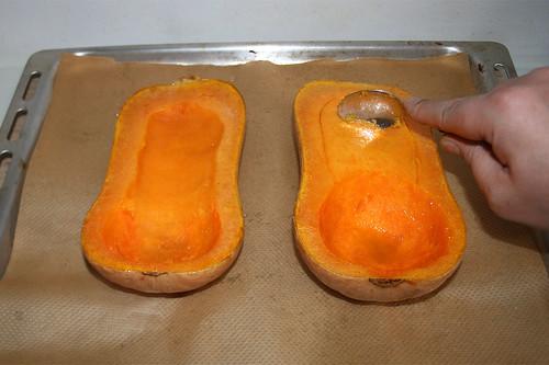 34 - Kürbis aushöhlen / Scrape out pumpkin