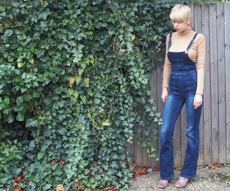 How to Wear Flared Dungarees, Overalls, Flares, AW15, 70s, Stradivarius, Polo Neck, Glitter, Gold, Top, H&M, Sock Boot, Ankle Boot, Snakeskin, River Island, Sam Muses, UK Fashion Blog, Stylist, London, Style Blogger, Outfit Ideas, Style Inspiration