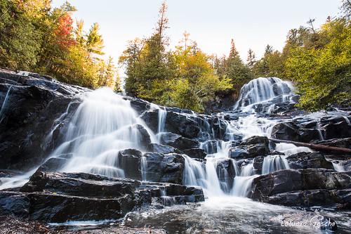 canada automne eau riviere arbres québec mauricie foret chute chutedeau amérique shawinigan parcnational