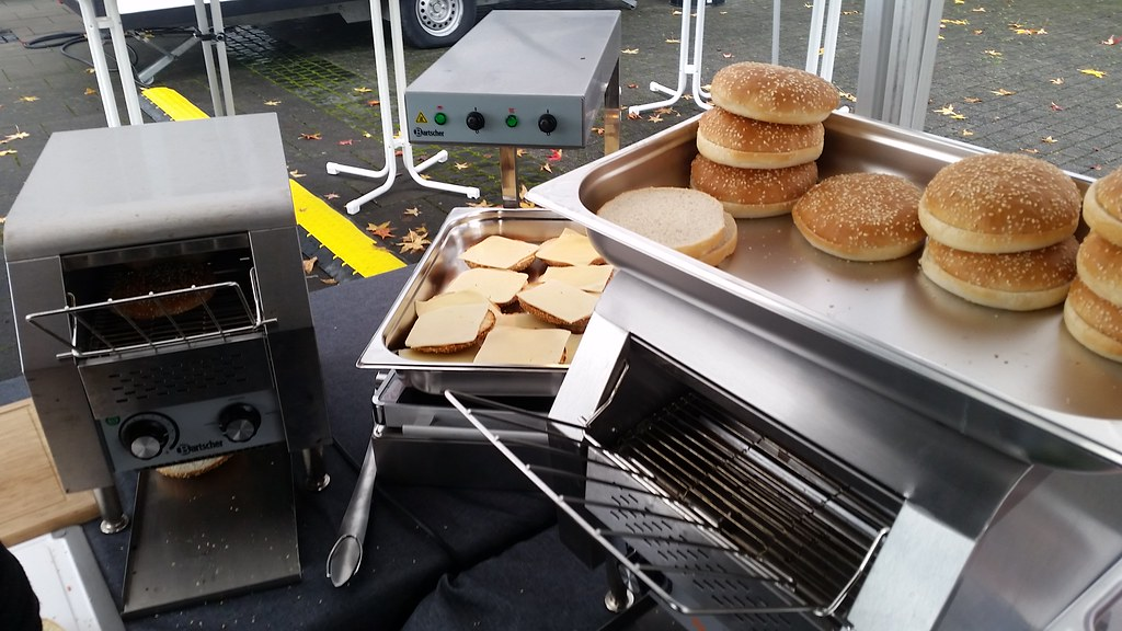 "#hummercatering #tag 2 = noch einmal 1000 #Burger.  #Garant #rheda-wiedenbrück #A2Forum #mobile #bbq #grill #Burger #Event #Kongress #Messe #Business #Catering #service  http://goo.gl/lM2PHl • <a style=""font-size:0.8em;"" href=""http://www.flickr.com/photos/69233503@N08/22872000715/"" target=""_blank"">View on Flickr</a>"
