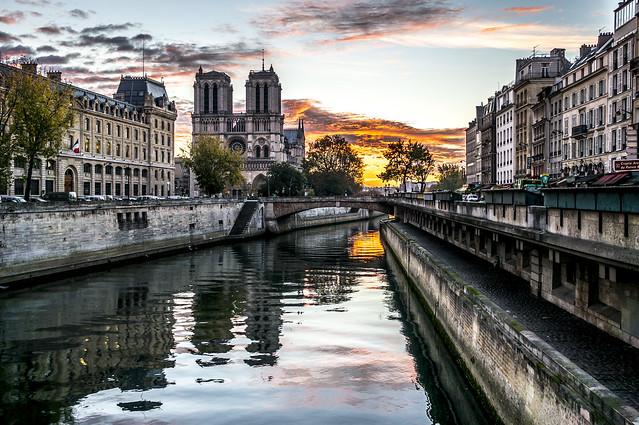 Notre-Dame, rising sun