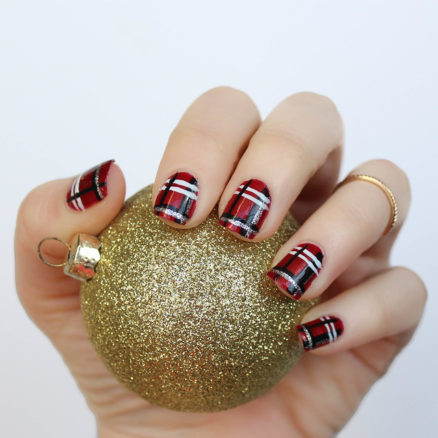 Plaid Christmas Nails