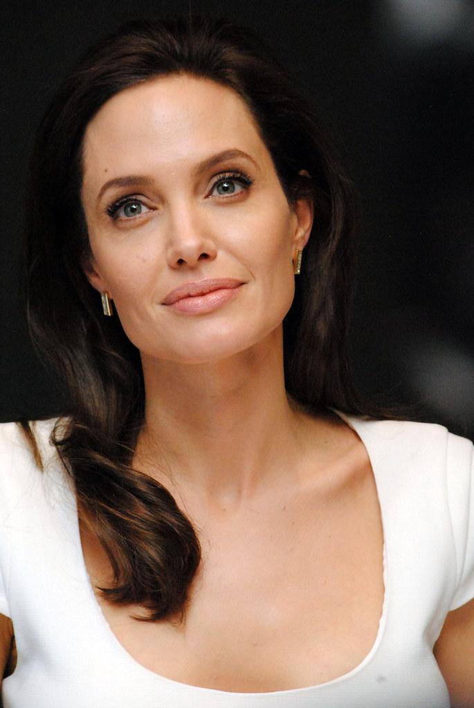 Анджелина Джоли — Пресс-конференция «Несломленный» 2014 – 113