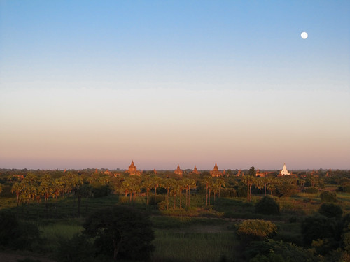 Bagan: coucher de soleil depuis la pagode Pyathada Paya