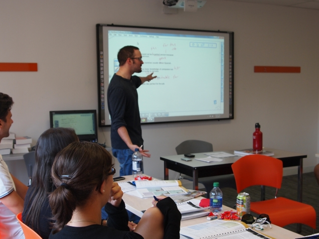 ec_tor_classroom_with_interactive_whiteboard_3