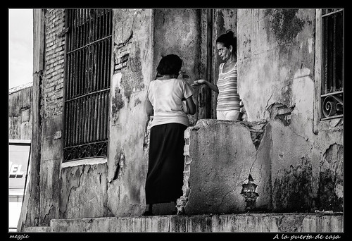 bw white black building blanco women negro edificio cuba streetphotography bn donne palazzo mujeres bianco nero santiagodecuba urbanlandscape fotografíaurbana