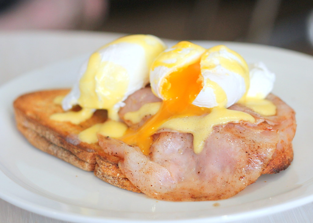 toast-cafe-eggs-benedict-poached-eggs