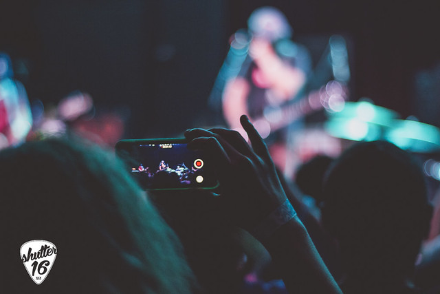 CellPhone_crowd-1
