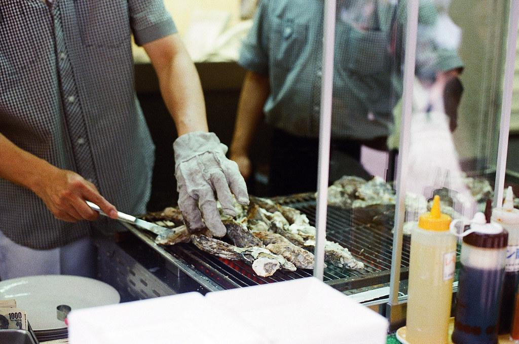 大牡蠣 嚴島(Itsuku-shima)広島 Hiroshima 2015/08/31 朋友推薦說來嚴島一定要吃大牡蠣!  Nikon FM2 / 50mm Kodak UltraMax ISO400 Photo by Toomore