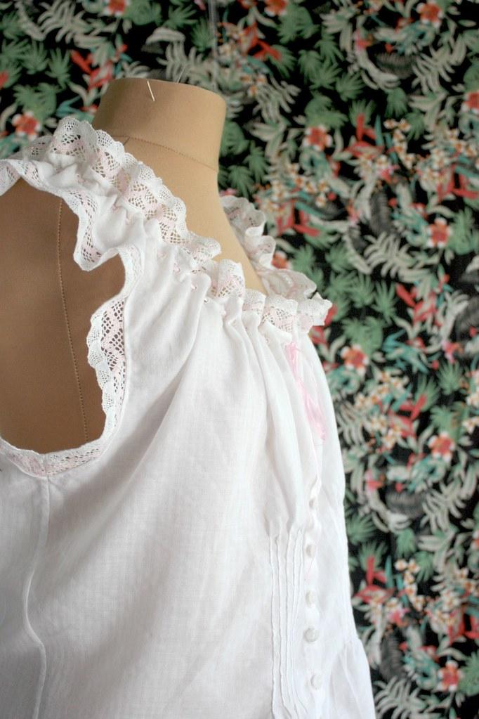 Dentelle et voile de coton, cache-corset victorien