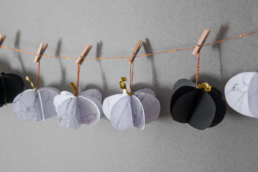diy-guirnaldas-calabazas-halloween-papel-marmol-03