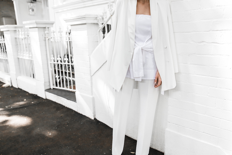 all white street style off duty fashion blogger one top three ways modern legacy farfetch inspo (12 of 13)