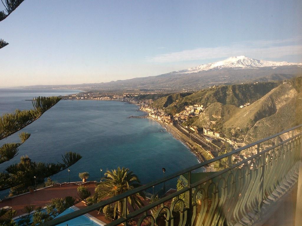 Taormina Tra Mare E Neve