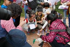 志工分組測水質。攝影:晁瑞光。
