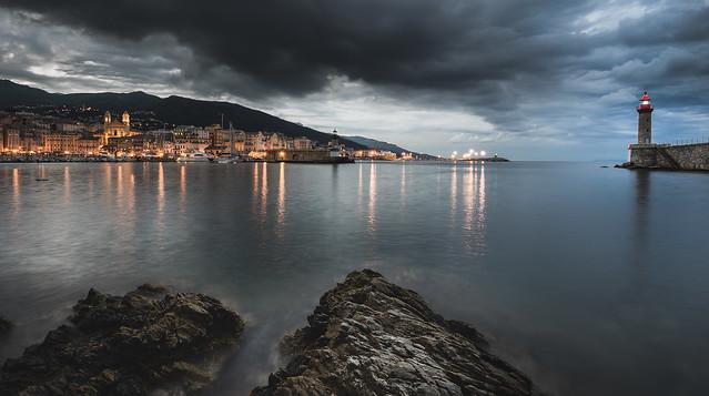 Menace sur le vieux port (Bastia/ C☺rsica)