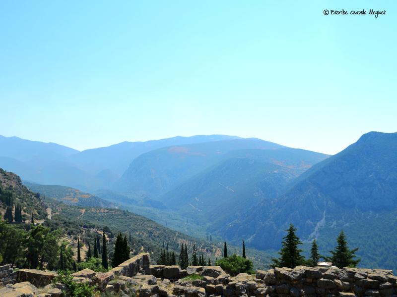 Vista panorámica del monte Parnaso desde el recinto arqueológico de Delfos
