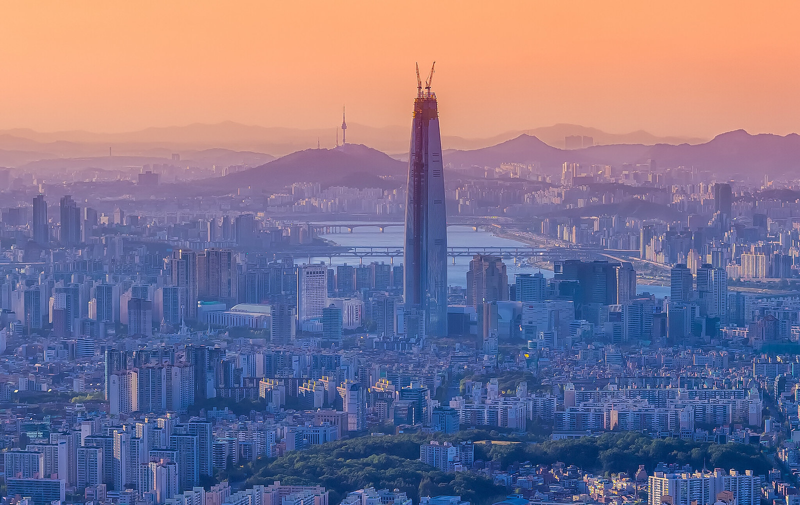 """Đến lượt Hàn Quốc """"trúng"""" lời nguyền nhà chọc trời mà mọi nền kinh tế đều khiếp sợ"""