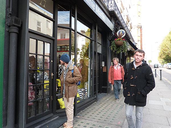 les trois garçons sur Kensington Church street