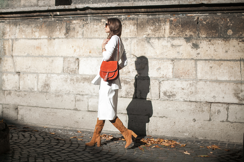 look-total-white-culottes-boots-outfit