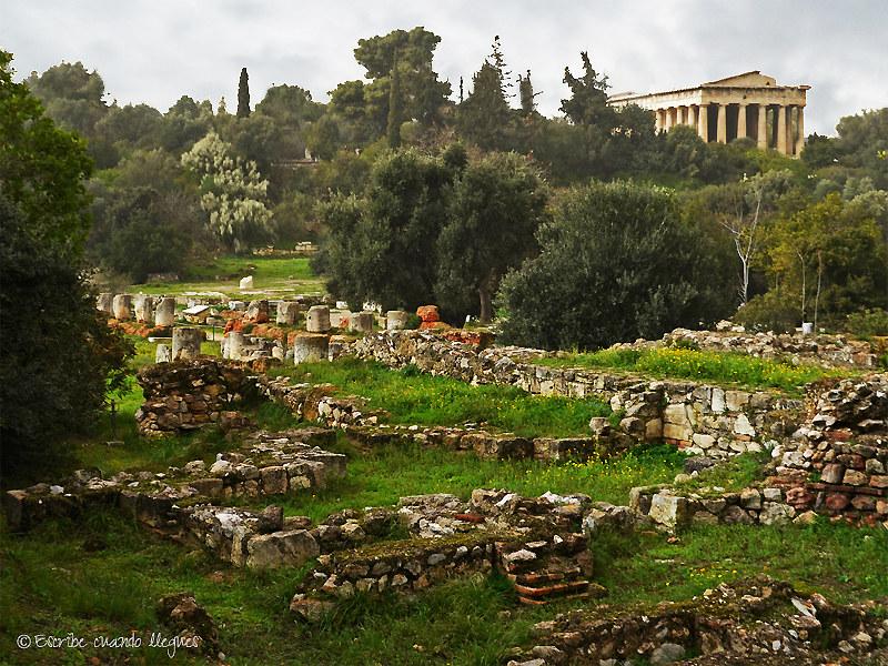 El Ágora griega además de ser el mercado donde los atenienses compraban los alimentos y bienes, era el centro político y judicial de la ciudad