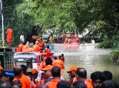 Unable to carry the excess load of water gushing out of Chembarambakkam, Adyar breached its banks in a couple of spots, quickly flooding the low-lying neighbourhoods of Kotturpuram, Jafferkhanpet and Nandanam along its right bank