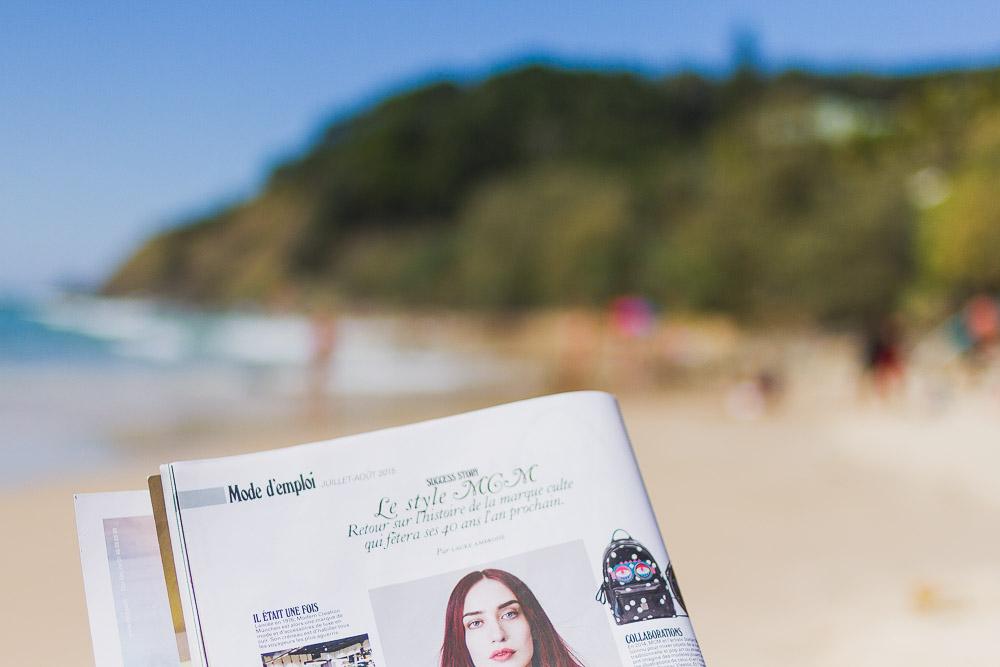 reading magazines on the beach jalouse