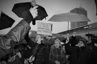 """""""Nie zejdziemy do podziemia"""" Pikieta w centrum Warszawy"""