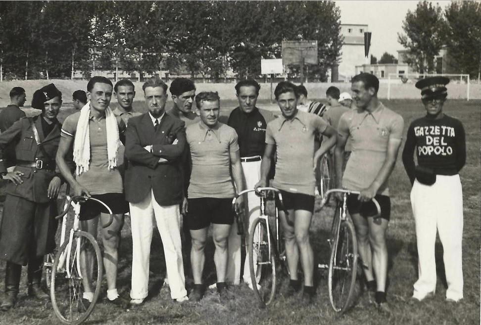 La squadra italiana dilettanti in ritiro per le Olimpiadi di Berlino nel 1932. Da sinistra Glauco Servadei, Pierino Favalli, Elio Bonutti, Corrado Ardizzoni.