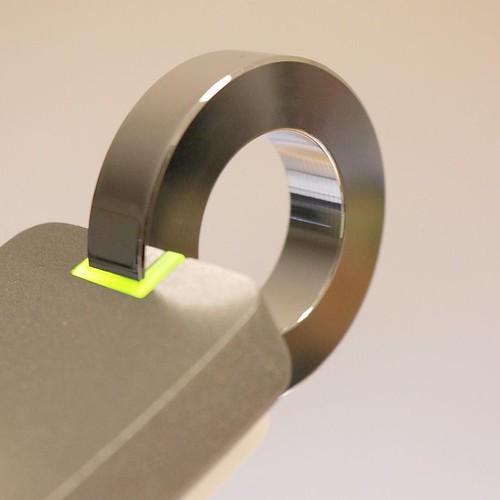スイッチのオン・オフは、このリングの部分に触れます。