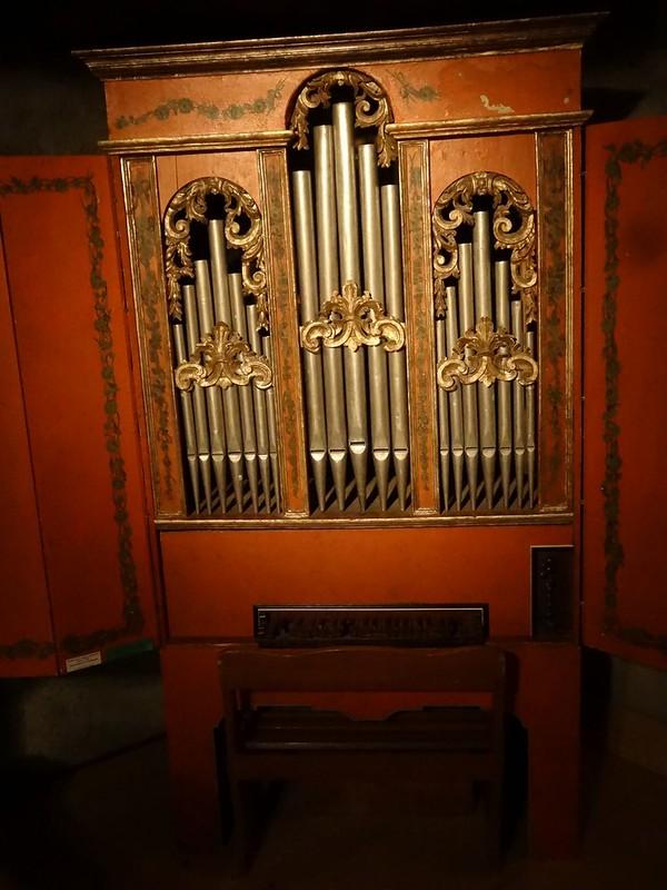 Le muséee suisse de l'orgue (en Suisse)  21150363881_7d37864111_c