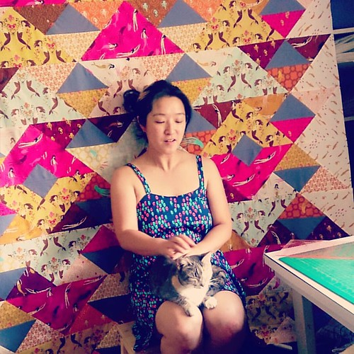Me in @cottonandsteel frock with happy, purry furry (Smokey), and the #310tomendocino in my workroom on a warm spring Sunday afternoon. #mendocinofabric #mendocinomermaids #yumaquilt #cats #catsofinstagram #advenchuresofsmokeyandmal