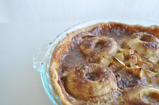 10-Minute Ring Apple Pie
