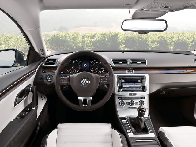 Салон Volkswagen CC BlueMotion. 2012 год
