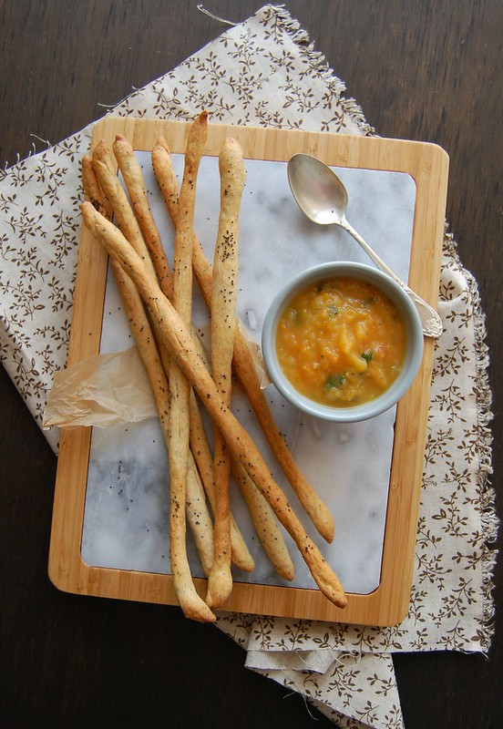 Cheese and poppy seed bread sticks / Grissini de queijo e sementes de papoula