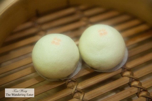 Steamed chocolate buns