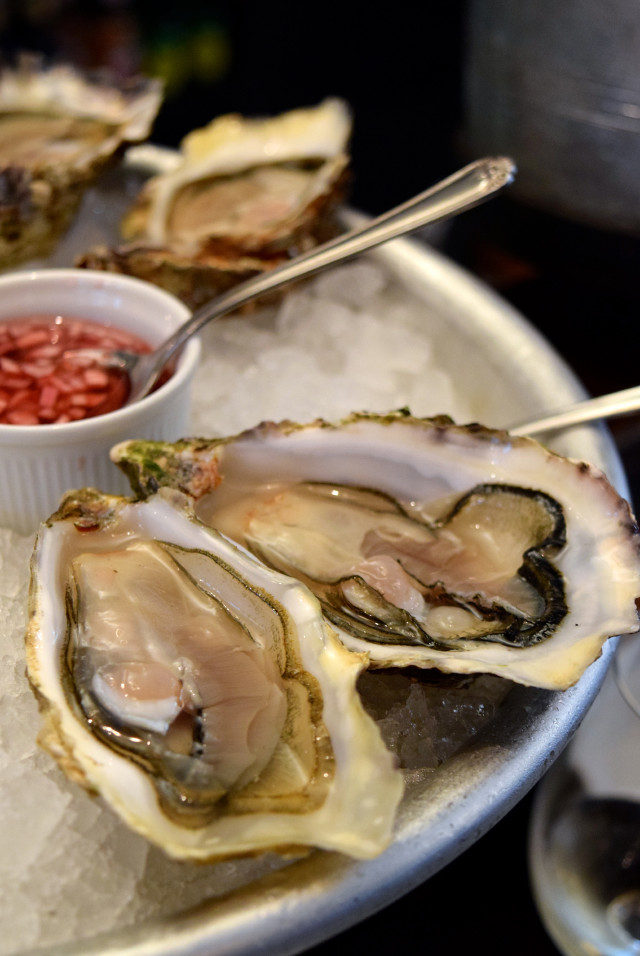 Jersey Oysters at Wright Brothers, Borough Market | www.rachelphipps.com @rachelphipps