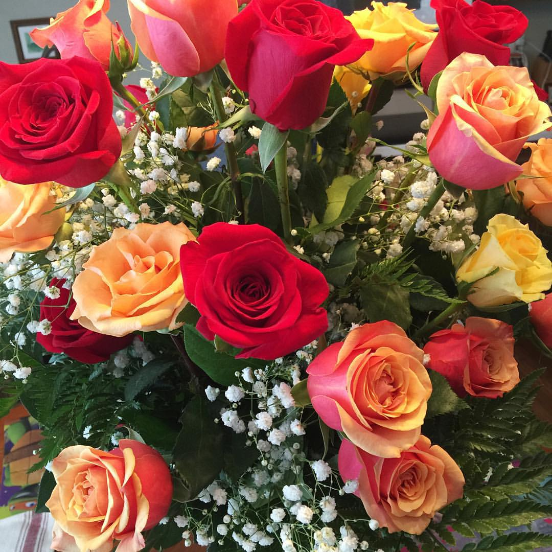 Anniversary flowers Brian sent me 😍 my favorites are the 'candy corn' ones. Fall flowers are always so beautiful! Love having an October 🍂💛🍁🎃 anniversary! #briancarrieforever #roses #candycorn