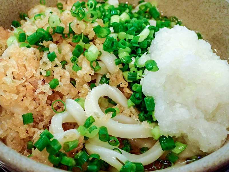 ぶっかけうどんと舞茸の天ぷら
