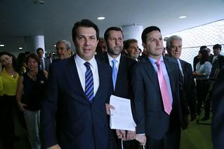 Líderes de oposição entregam novo pedido de impeachment