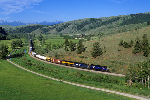 railroad mountains grass train montana mt bradley locomotive ml avon 103 mrl freighttrain sd45 emd gp9 montanaraillink montanawestern manifestfreight mrlthirdsubdivision