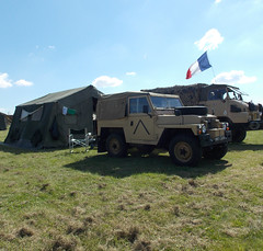 DAMYNS HALL MILITARY AND CAR SHOW ESSEX ENGLAND. BRITISH LAND ROVER WITH A FRENCH ARMY SIMCA UNIC MARMOM BOCQUET 814 UXA TRUCK  06-08-2016 DSCN1306