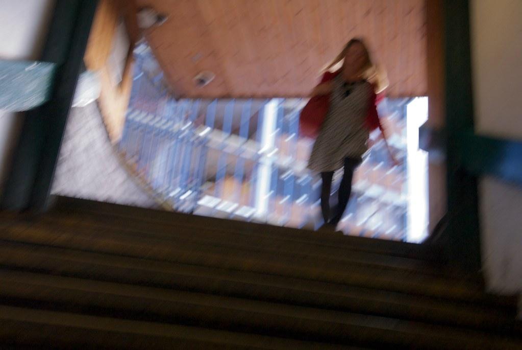 Beurette Blonde Sauvagement Sodomisée Dans L'escalier