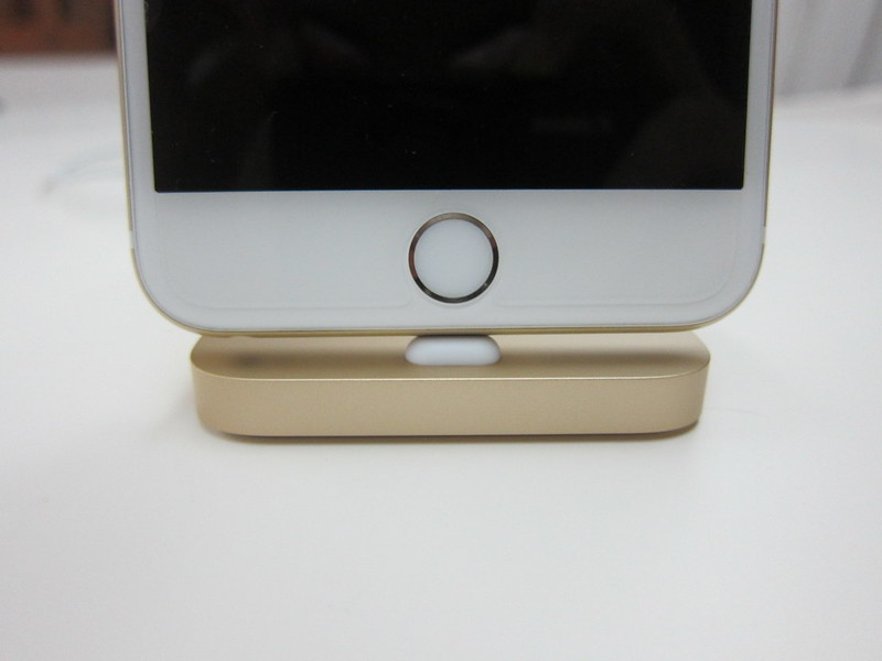 Apple iPhone Lightning Dock (Gold) - With iPhone 6 Plus (Gold) - Front