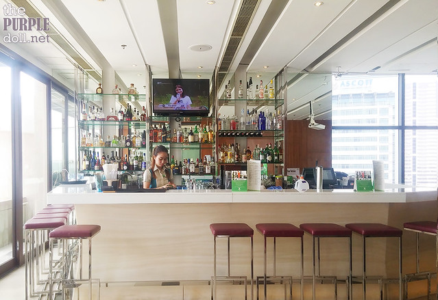 Oz Bar at Holiday Inn & Suites Makati