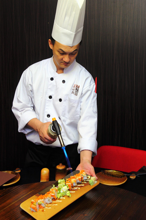 Chef-Thomas-Torching-Sushi