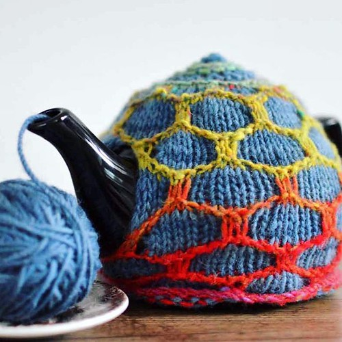Rainbows on my teapot with my #HoneycombTeaCosy in #NoroKureyon and @smudgeyarns from #BakeKnitSew