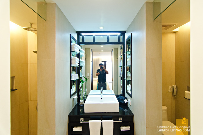 The District Boracay Deluxe Queen Room Toilet